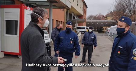 Pécsi STOP - Hadházy Ákos megpróbált betáncolni a szekszárdi kórház  Covid-osztályára, de útját állták